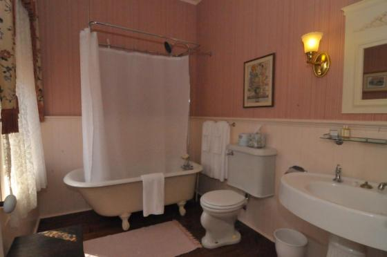 Image of the Rose Room Bathroom Atlantic Hotel Berlin MD