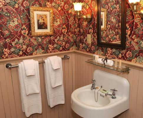 Image of a Victorian Bathroom in the Atlantic Hotel